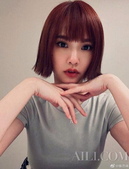 """37岁杨丞琳晒学院风照片 女神不老没点""""眼""""技怎么行-幽兰花香"""
