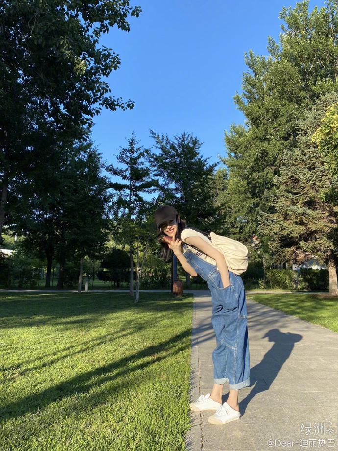 夏日背带裤  时尚造型满分!-幽兰花香